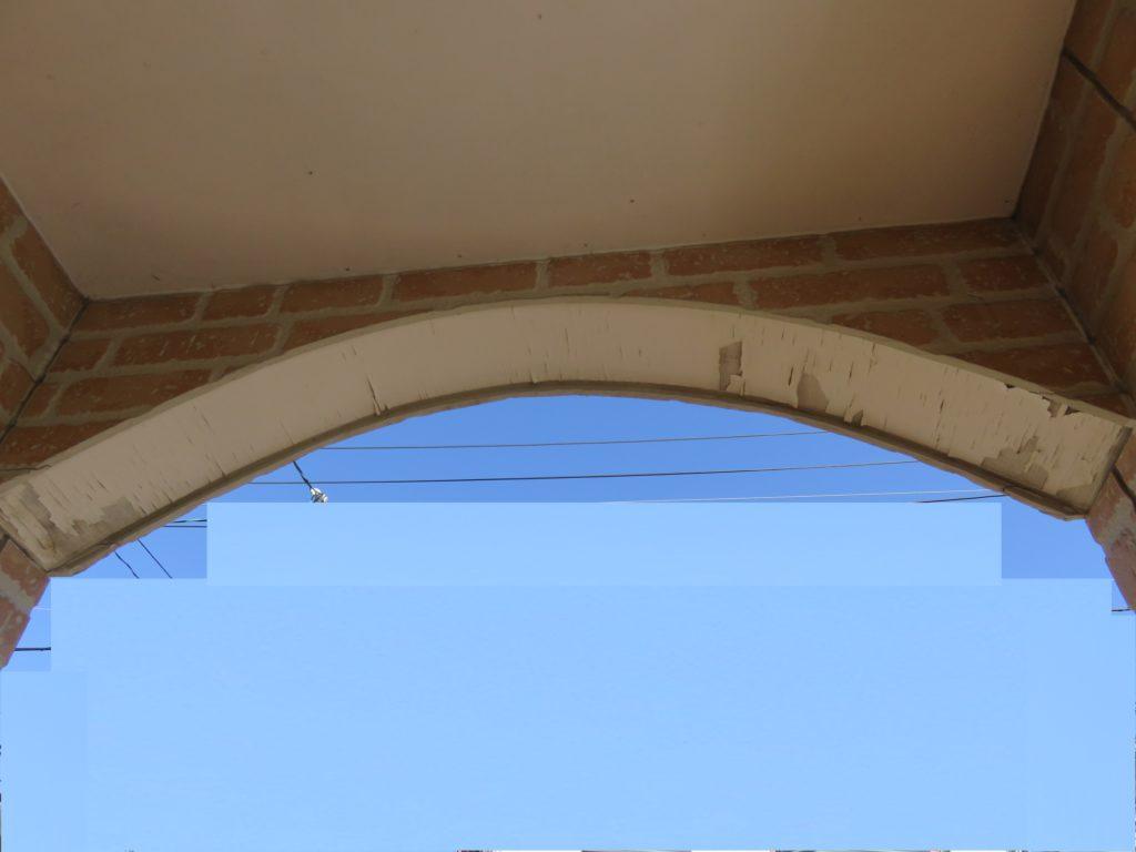 玄関アーチ
