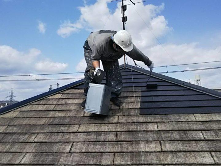 岩沼市コロニアル屋根の中塗り